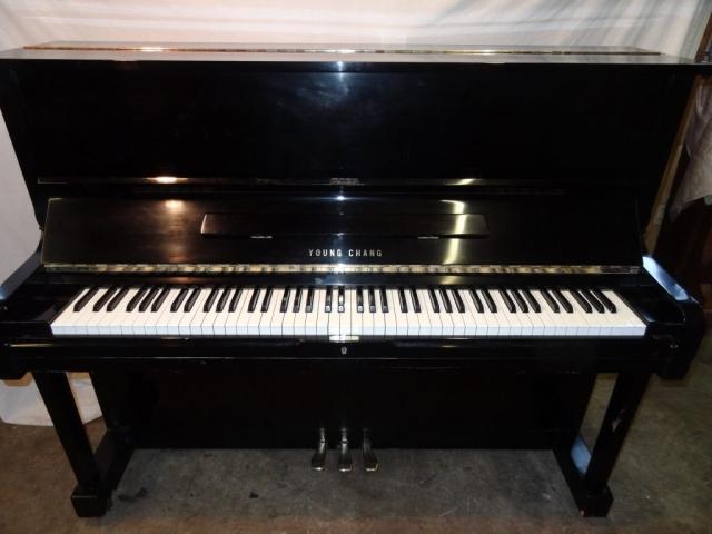 Young Chang Upright Piano (U121)